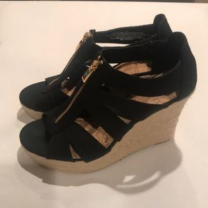 Black canvas with gold zipper wedge